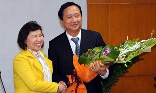 Thứ trưởng Hồ Thị Kim Thoa trong một lần trao quyết định bổ nhiệm Trịnh Xuân Thanh. Ảnh: Người Lao Động/Moit.gov.vn