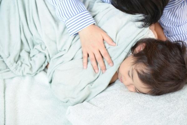 Lúc trẻ chập chờn vào giấc ngủ cũng là lúc trẻ dễ tiếp nhận và lưu giữ thông tin (Ảnh minh họa).