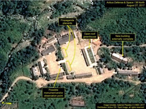 Bức ảnh cho thấy 1 tòa nhà mới (new building) được đã đi vào làm việc phần ngoại khu. (Ảnh: 38 North)