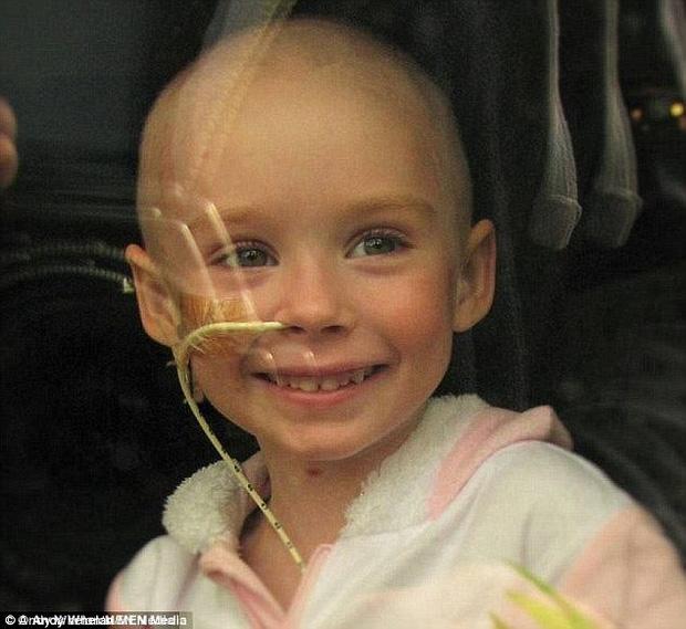 Chỉ 3 tuần sau khi bức ảnh được chia sẻ và xuất hiện nhiều trên mạng xã hội, cô bé Jessica đã qua đời vào lúc 7h sáng Chủ nhật, ngày 20/11/2016.