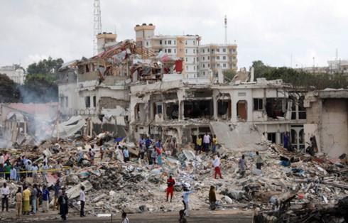 Hiện trường vụ đánh bom. Ảnh: Reuters.