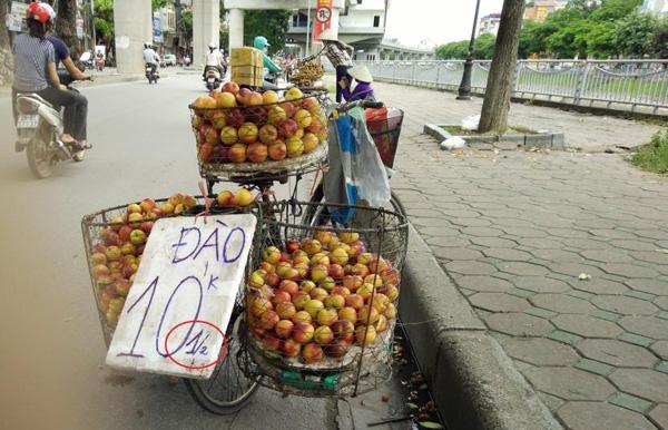 Hà Nội có thực sự dẹp được tình trạng trái cây bán rong, không rõ nguồn gốc?