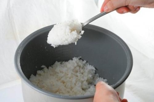 Cơm nguội và các món ăn từ bữa trước nếu không được tái sử dụng đúng cách cũng có thể trở thành nguyên nhân gây ung thư. (Ảnh minh họa: Nguồn Internet).