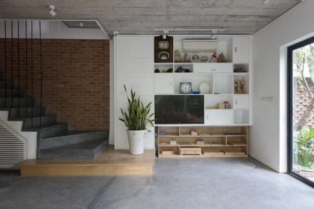 Bước vào ngôi nhà ngay tầng 1 là phòng khách và khu vực bếp ăn.
