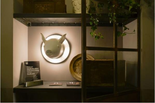 Chiếc đèn nhỏ này khiến góc nhà khách hàng phát triển thành vô cộng vui tươi và ngộ nghĩnh.