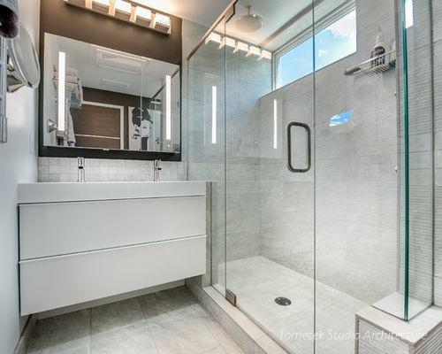 Khu vệ sinh thoáng sáng và được thiết kế rất hiện đại.