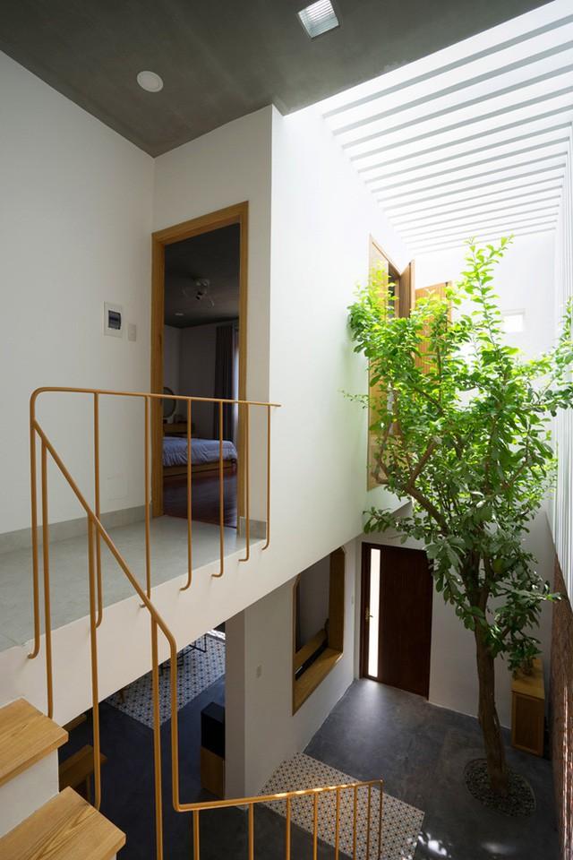Tầng 2 là không gian dành cho nghỉ ngơi, nhà tắm và góc thư giãn của chủ nhà.