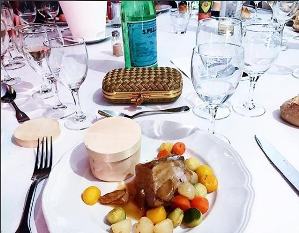 Bữa ăn đắt tiền triệu người mơ ước mà Jolie Nguyễn đã được nếm tại khu nghỉ dưỡng Villa Oxygen, nằm ở thành phố biển Cannes nổi tiếng nước Pháp.