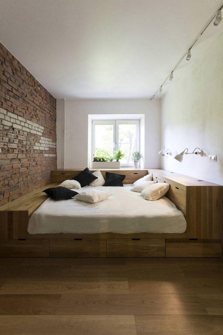 Chỉ cần nâng mặt giường lên cao là bạn đã có cả một kho để cất gọn vô số đồ dùng trong gia đình.