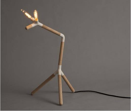 Được kiến trúc có nhiều kiểu dáng, chiếc đèn này có thể lưu thông đến bất cứ đâu trong nhà mà khách hàng muốn.