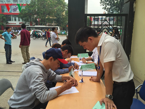 Người lao động đăng ký thông tin tìm việc.
