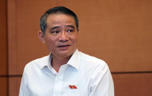 Bộ trưởng Bộ GTVT Trương Quang Nghĩa chia lửa Bộ trưởng Bộ Kế hoạch Đầu tư Nguyễn Chí Dũng tại phiên chất vấn sáng 15/6.