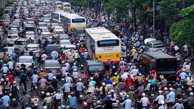 Hà Nội đang triển khai lộ trình đến năm 2030 sẽ cấm xe máy ở nội thành. (Ảnh Internet)