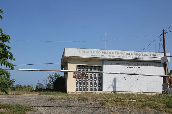 Cổng vào dự án khu du lịch Mercure Sơn Trà (Bãi Trẹm)