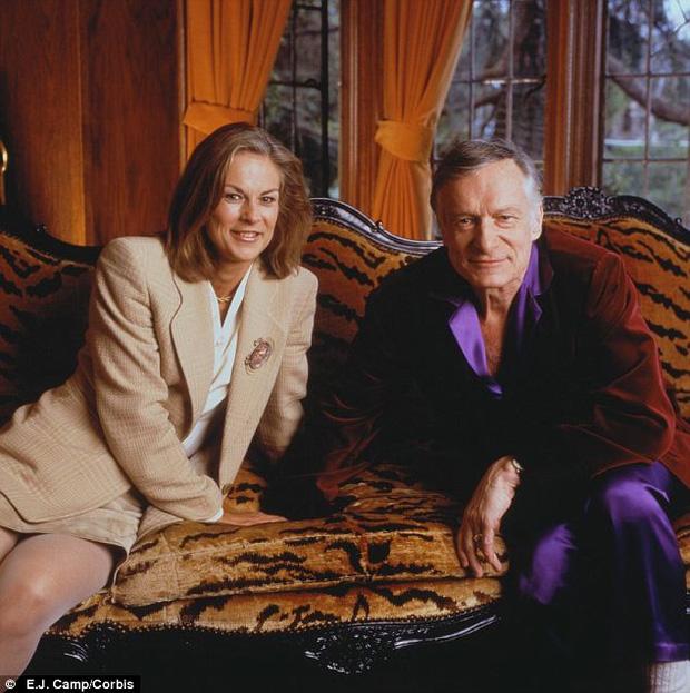 Christie chụp ảnh cùng cha năm 1998, khi ấy Hefner đã cưới người vợ hai còn Christie giữ chức chủ tịch kiêm tổng giám đốc tập đoàn Playboy