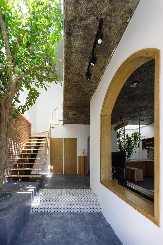 Trên diện tích khiêm tốn chỉ 49m2, không ai nghĩ rằng bên trong ngôi nhà lại rộng thoáng và đẹp đến thế này.