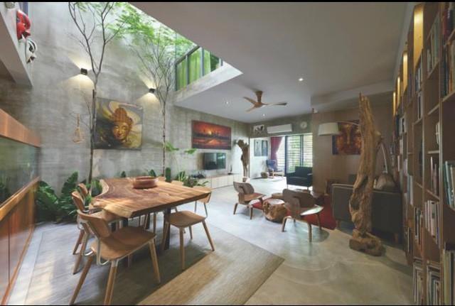 Nhiều gia đình tận dụng luôn phần chân giếng để sinh hoạt như phòng khách, góc ăn uống để tận dụng nguồn ánh sáng tự nhiên.