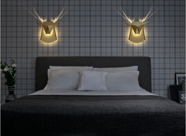 Phòng ngủ nhà khách hàng sẽ vô cộng ấn tượng và lạ mắt có hai chiếc đèn này.