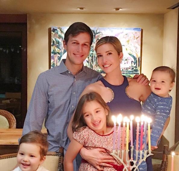 Vợ chồng Ivanka cùng các con tận hưởng bữa tối lãng mạn.