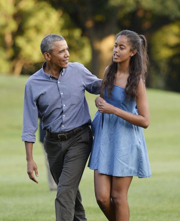 Hầu như chẳng mấy ai nhìn thấy sự hiện diện của ông Obama cùng con gái lớn tại trường Đại học Harvard.