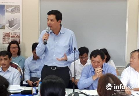 Ông Bùi Xuân Dũng, Chủ tịch HĐQT Hancorp trả lời cư dân ở buổi đối thoại. Ảnh: Minh Thư