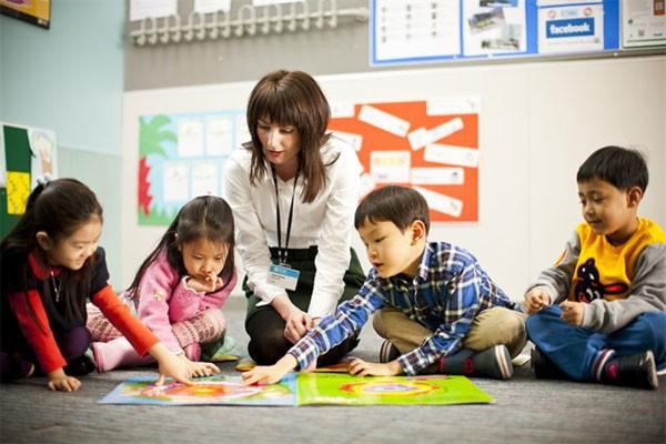 Tiếng Anh đang là môn học được nhiều phụ huynh đầu tư tại Việt Nam. Ảnh: congly.vn