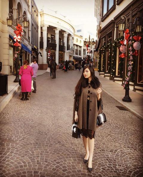 Ngoài sở thích shopping thì Tiểu Giang cũng thường xuyên đi du lịch khắp thế giới.