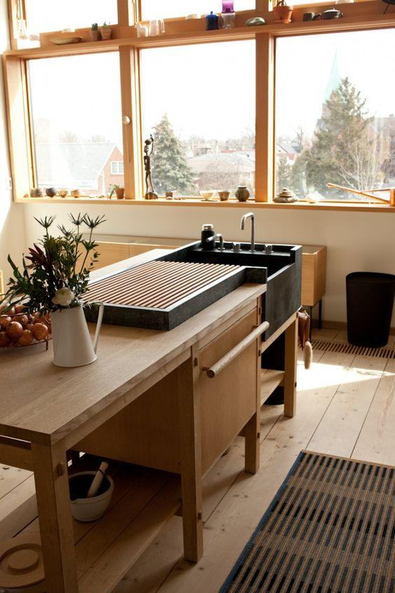 Trong gian bếp của người Nhật những món đồ nội thất được bố trí rất khoa học và thông minh. (Ảnh Pinterest).