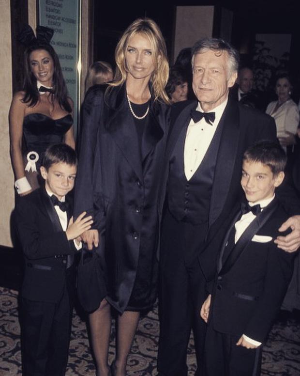 Gia đình Hefner - Kimberley cùng hai hoàng tử, Marston bên phải và Cooper bên trái