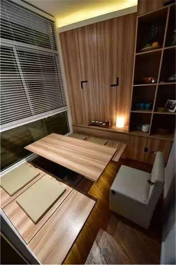 Từ cầu thang cho đến bếp, hay phòng khách, phòng ngủ đều được thiết kế sao cho tận dụng được tối đa không gian khiến cuộc sống của gia đình 5 người trở nên thoáng sáng và vô cùng tiện nghi.