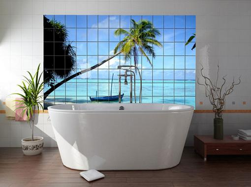 Không gian phòng tắm tuyệt đẹp có cảnh quan biển xanh, cát trắng, nắng vàng.