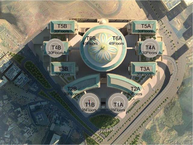 Tổ hợp khách sạn nằm trên 12 tòa tháp cao 44 tầng, có 70 nhà hàng, sân bay trực thăng, tầng nguyên tắc dành cho hoàng gia.