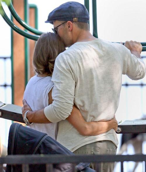 Những hình ảnh chụp lén cho thấy cặp vợ chồng cực tình cảm, gắn bó...