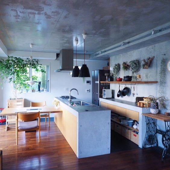 Cây xanh là yếu tố không thể thiếu trong nhà bếp mang đến không gian xanh mát và trong lành giúp con người gần gũi hơn với thiên nhiên. (Ảnh Pinterest).
