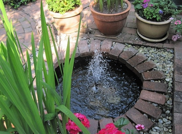 Một chiếc đài phun nước trong vườn không chỉ là biện pháp giải nhiệt, làm đẹp cho khu vườn mà còn có mang yếu tố phong thủy, mang may mắn và thịnh vượng cho gia chủ.