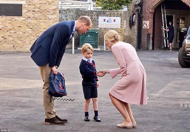 Bắt tay là nghi thức lịch sự bắt buộc trong mọi ngày học tại trường tư thục Thomass Battersea.