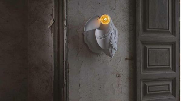 Mang hình thù 1 chú chim ngộ nghĩnh, chiếc đèn này có thể gắn trên tường làm đẹp thêm cho lối vào nhà khách hàng.