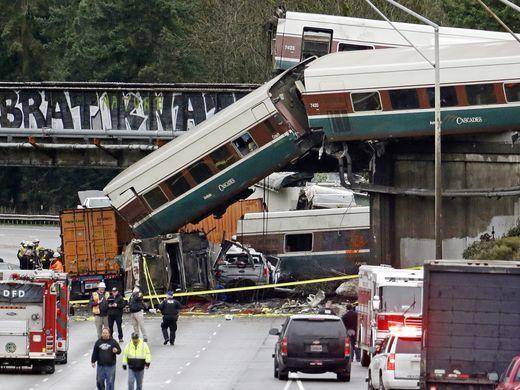 Nhiều nguồn tin, bao gồm cả lực lượng thực thi pháp luật liên bang, cho biết, nhiều khả năng đoàn tàu gặp nạn vì chạy quá tốc độ. Thậm chí, nó đã di chuyển với vận tốc 120 km/h trong khu vực có vận tốc giới hạn là 50 km/h. Tuy nhiên, nguyên nhân tai nạn chưa được kết luận.