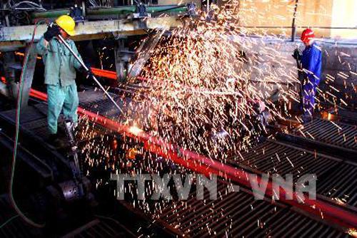 Sản xuất thép ở Công ty Cổ phần Gang thép Thái Nguyên. Ảnh: Ngọc Hà/TTXVN