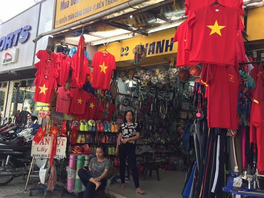 Sản phẩm cổ vũ đội tuyển U23 Việt Nam hút hàng chưa từng thấy - Ảnh 1.