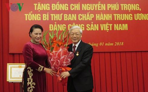 Tổng Bí thư Nguyễn Phú Trọng nhận Huy hiệu 50 năm tuổi Đảng - Ảnh 4.