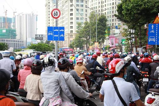 Kẹt xe nghiêm trọng trên đường Nguyễn Hữu Cảnh - Ảnh 5.