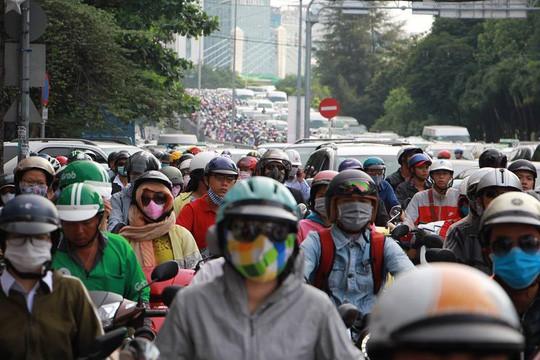Kẹt xe nghiêm trọng trên đường Nguyễn Hữu Cảnh - Ảnh 8.