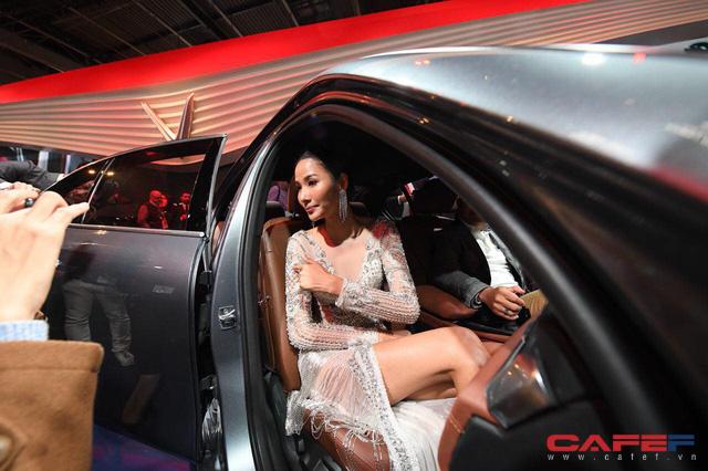 HOT: Cận cảnh chi tiết ngoại - nội thất của 2 mẫu xe VinFast LUX A2.0 vừa ra mắt hoành tráng tại Paris Motor Show 2018 - Ảnh 18.
