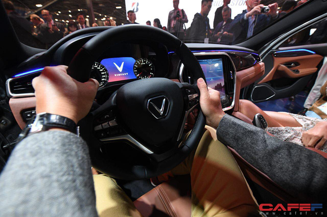 HOT: Cận cảnh chi tiết ngoại - nội thất của 2 mẫu xe VinFast LUX A2.0 vừa ra mắt hoành tráng tại Paris Motor Show 2018 - Ảnh 17.