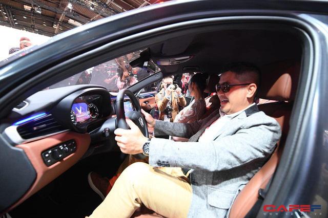 HOT: Cận cảnh chi tiết ngoại - nội thất của 2 mẫu xe VinFast LUX A2.0 vừa ra mắt hoành tráng tại Paris Motor Show 2018 - Ảnh 16.