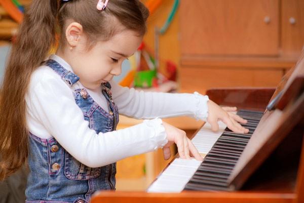 6 hoạt động đơn giản giúp phát triển não bộ ở trẻ, là phụ huynh nhất định phải thực hiện để cho con thông minh, nhanh nhẹn  - Ảnh 3.