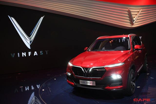 HOT: Cận cảnh chi tiết ngoại - nội thất của 2 mẫu xe VinFast LUX A2.0 vừa ra mắt hoành tráng tại Paris Motor Show 2018 - Ảnh 1.