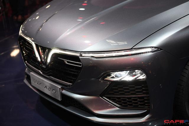 HOT: Cận cảnh chi tiết ngoại - nội thất của 2 mẫu xe VinFast LUX A2.0 vừa ra mắt hoành tráng tại Paris Motor Show 2018 - Ảnh 10.