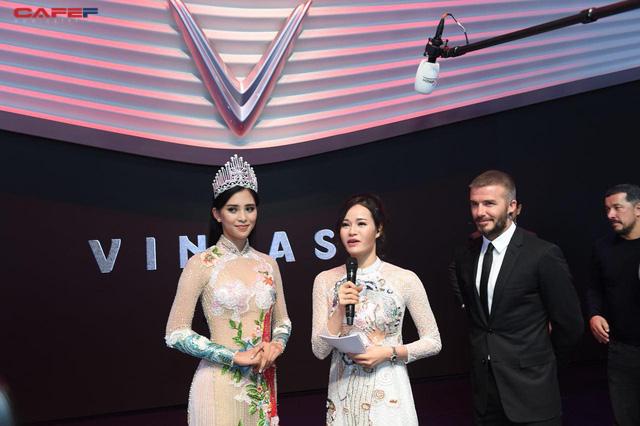 Khoảnh khắc Hoa hậu Trần Tiểu Vy rạng rỡ, tự tin bắt tay David Beckham tại sự kiện ra mắt VinFast - Ảnh 5.
